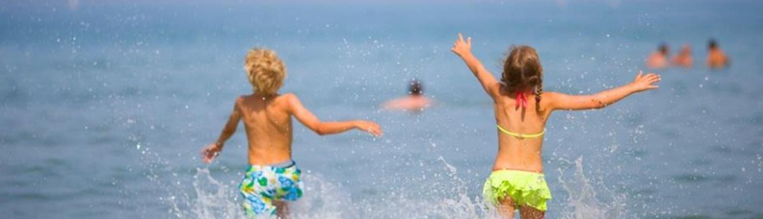 Children's swimming lessons in the sea Nice Monaco